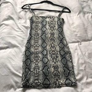 Dresses & Skirts - Snake print bodycon dress